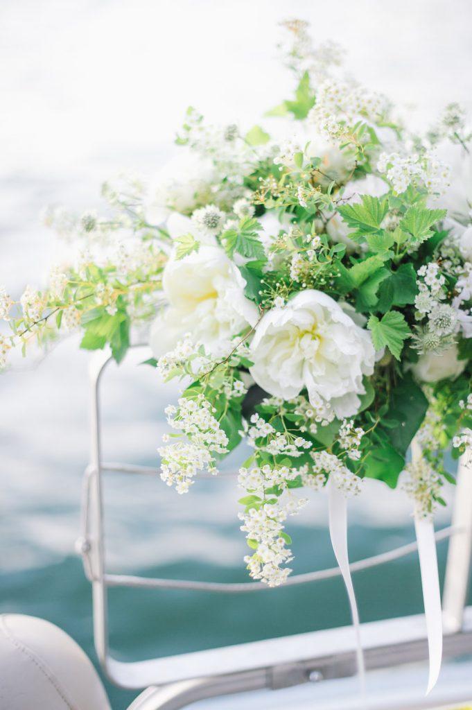 boat decoration flowers