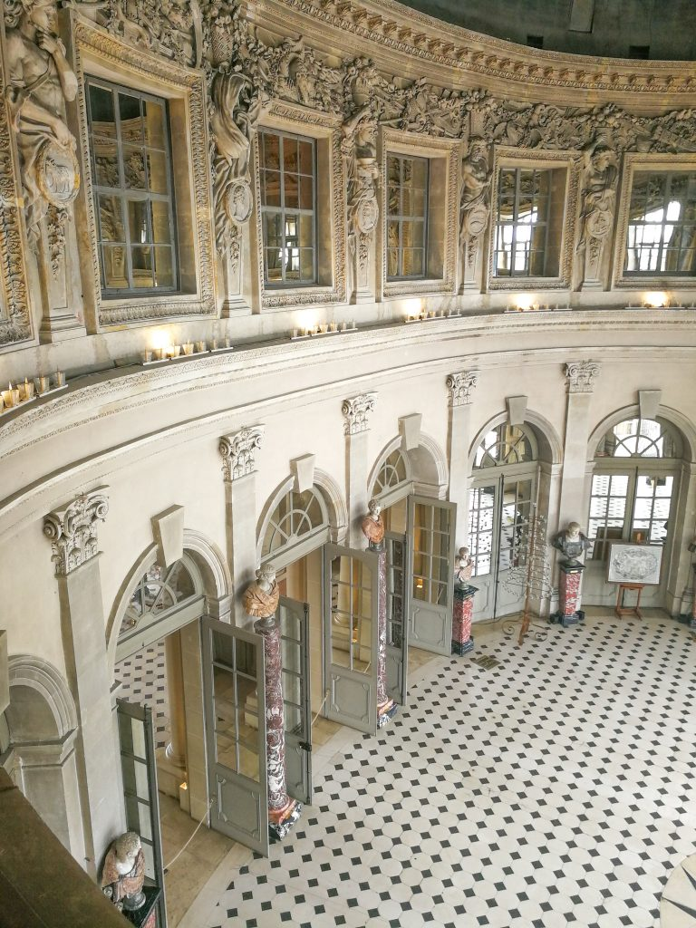 chateau de vaux le vicomte inside ball room